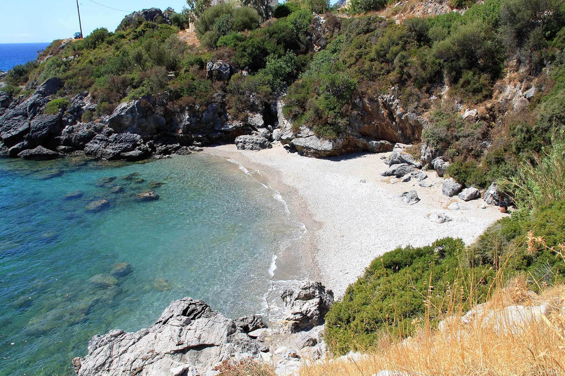 small-beach-plakais